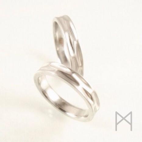 海がテーマ!波面をイメージしたマリッジリング(結婚指輪)