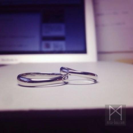 シンプルを極めた結婚指輪(マリッジリング)
