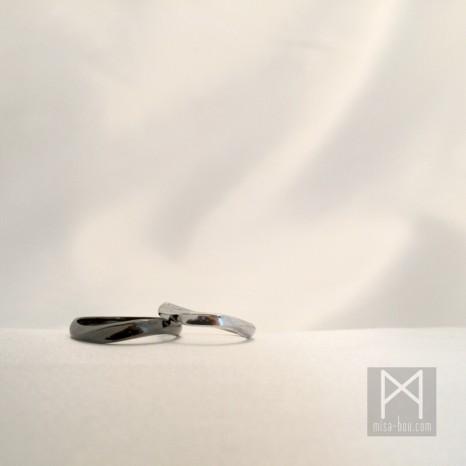 モダンな結婚指輪~モノトーンマリッジリング~