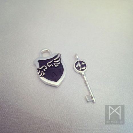 プレゼントオーダー!「絆」を意味する鍵と錠モチーフのペアネックレス