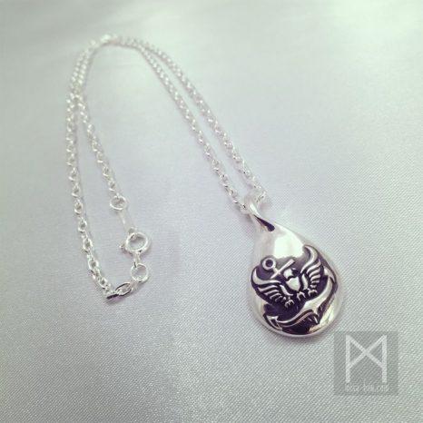 幸運モチーフのメンズ用シルバーネックレス|鷲と碇Ver.