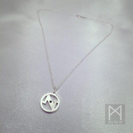 星とイニシャルデザインのシルバーネックレス
